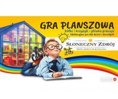 Gra planszowa kółko krzyżyk-główka pracuje. Edukacyjna gra dla dzieci i dorosłych.